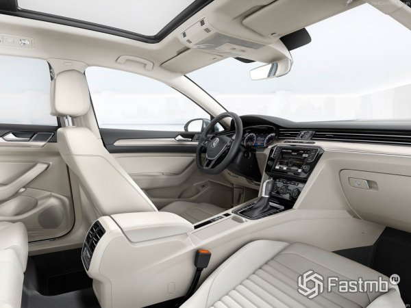 Белая отделка салона VW Passat 2015
