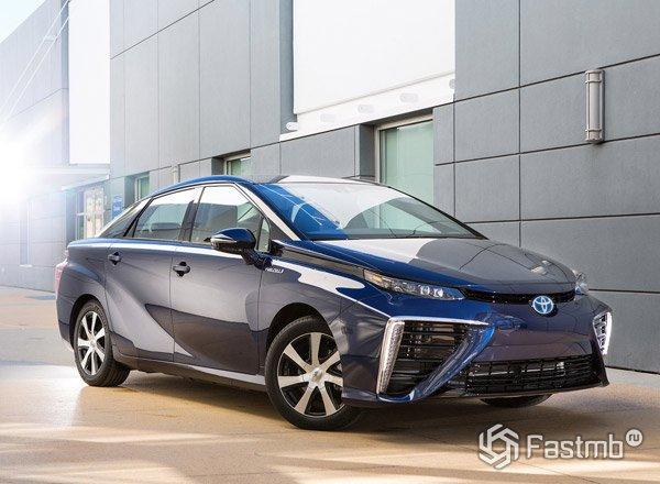 Серийный седан, Toyota Mirai 2016