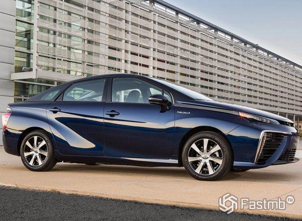 Toyota Mirai, вид сбоку