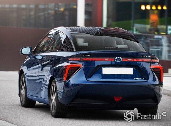 Toyota Mirai, вид сзади