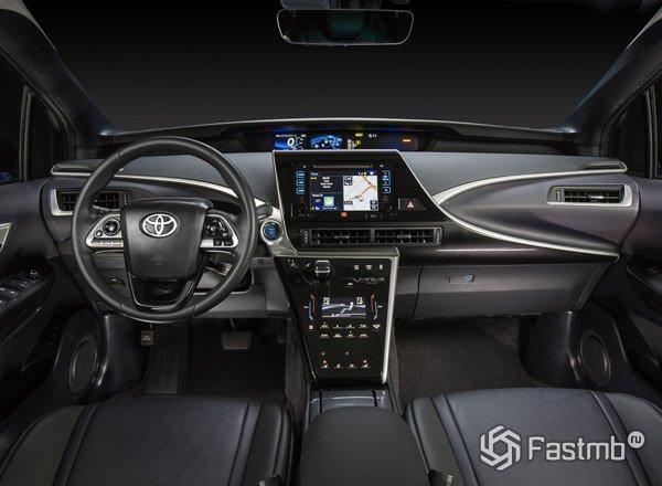 Передняя консоль Toyota Mirai