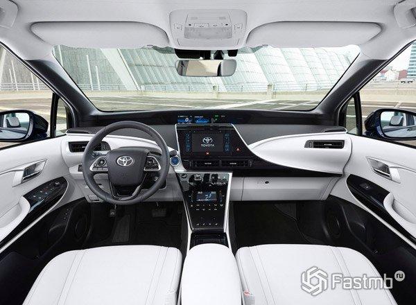 Белый салон Toyota Mirai 2016