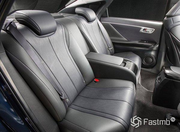 Toyota Mirai, задние сиденья
