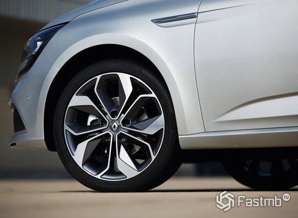 2016 Renault Megane, вид сбоку
