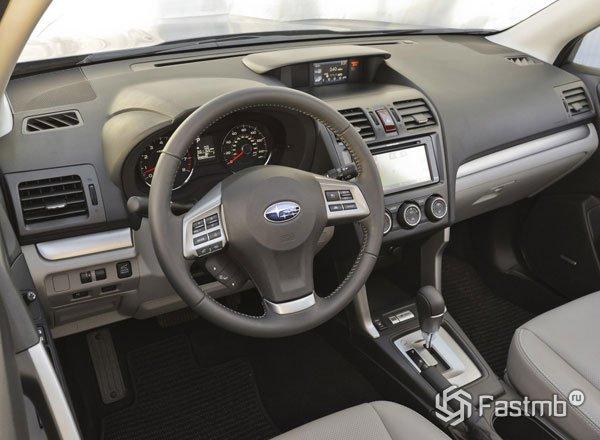 Интерьер Subaru Forester 2016