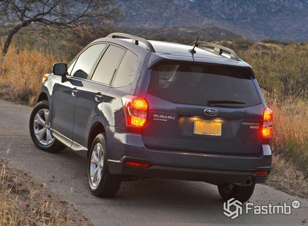 2016 Subaru Forester, вид сзади