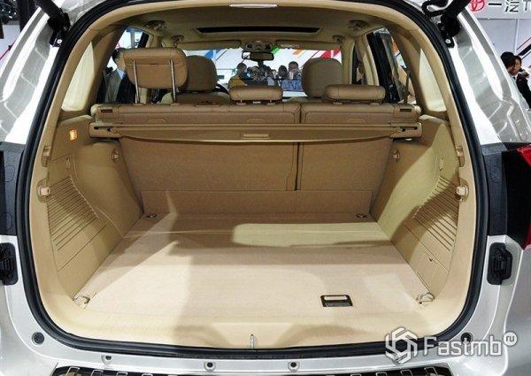 Багажник Haval H8 обладает внушительным объемом