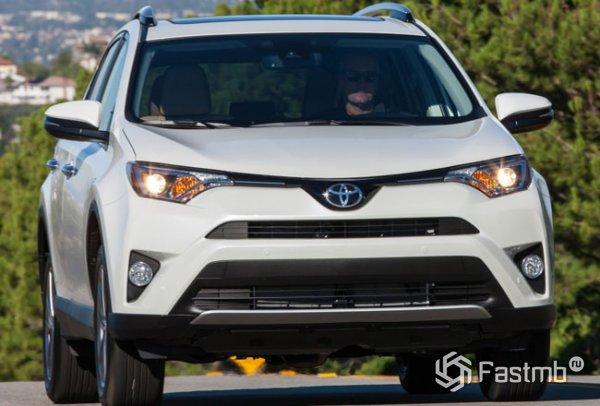 Toyota RAV4 2016, вид спереди