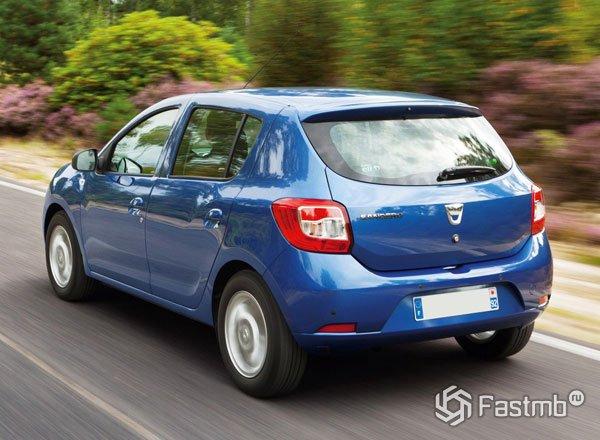 Dacia Sandero, вид сзади