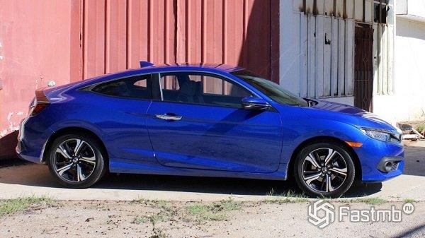 Honda Civic Coupe - вид сбоку справа