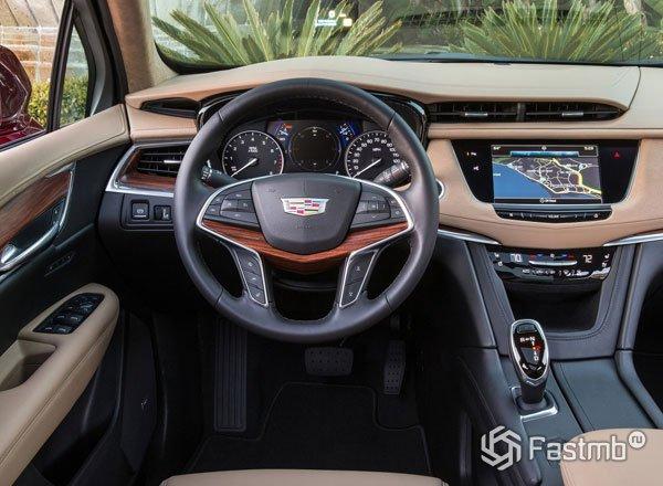 Передняя панель Cadillac XT5 2017