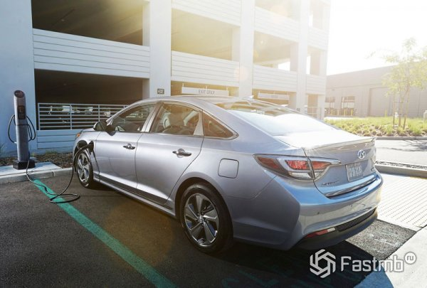 Hyundai Sonata Hybrid на подзарядке