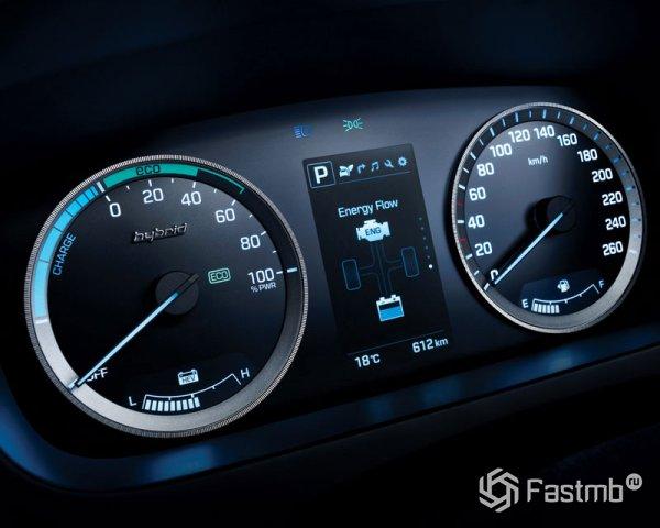 Приборная панель нового гибрида Hyundai Sonata