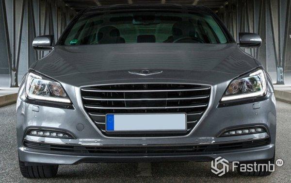 Hyundai Genesis, вид спереди