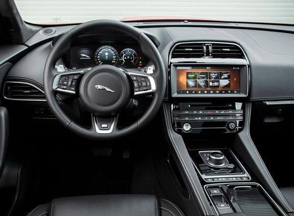 Интерьер Jaguar F-Pace