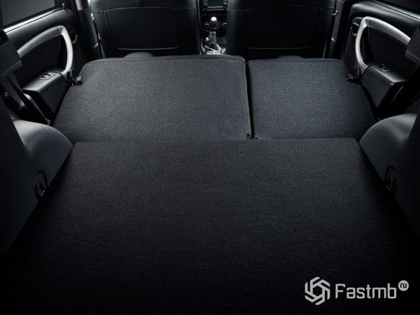 Багажник Terrano со сложенными сиденьями второго ряда