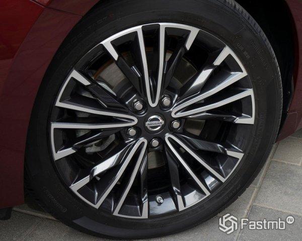 Nissan Maxima 2016: характеристики, цена, фото