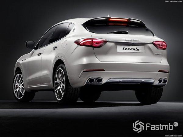 Maserati Levante 2017, вид сзади и сбоку слева