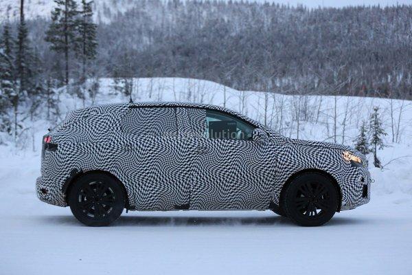 Peugeot 3008 2016 вид сбоку