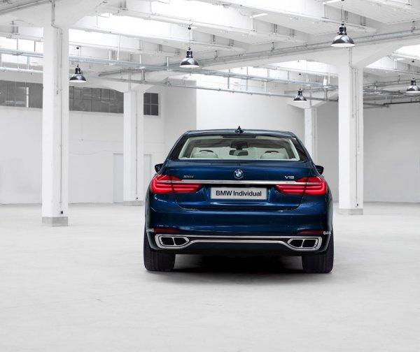 Лимитированный BMW 7-Series, вид сзади