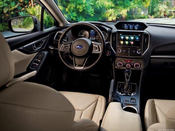 Новый Субару Импреза, рулевое колесо и панель управления