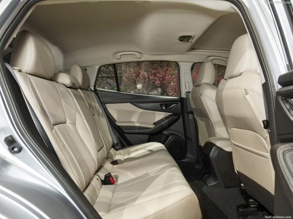 Subaru Impreza 2017, второй ряд сидений