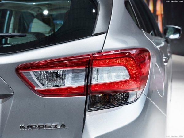 Subaru Impreza 2017, задние правые фары
