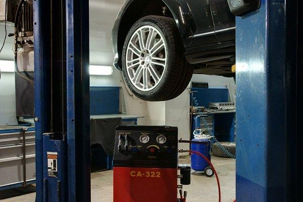 Обслуживание автомобиля самостоятельно или в автосервисе: советы