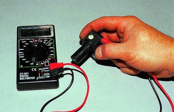 Проверить датчик положения коленвала мультиметром