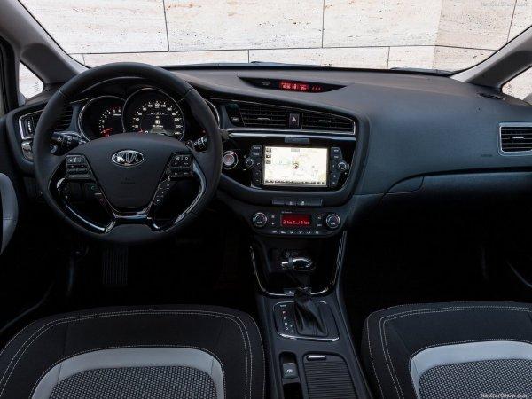 Киа Сид 2016, рулевое колесо и панель управления