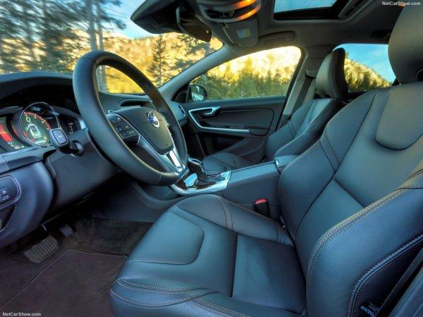 Новый Volvo V60 Cross Country, передние сидения