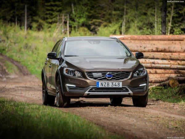 Обновленный Volvo V60 Cross Country, вид спереди
