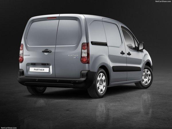 Обновленный Peugeot Partner, вид сзади и сбоку справа