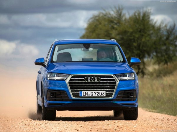 Audi Q7 2016, вид спереди