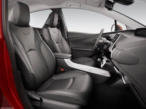 Тойота Приус 2016, передние сидения