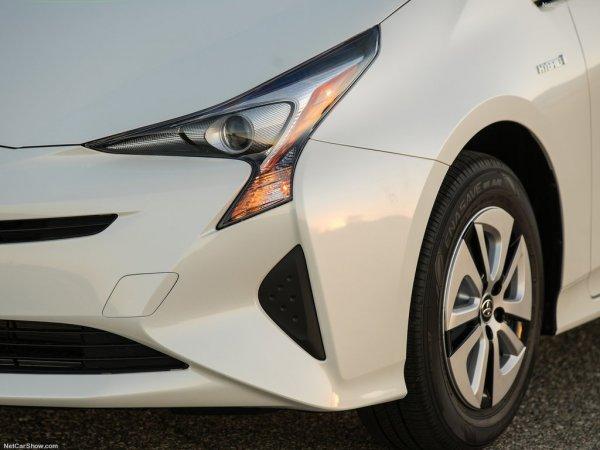 Тойота Приус 2016, передние левые фары