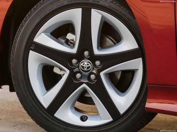 Toyota Prius 2016, переднее левое колесо