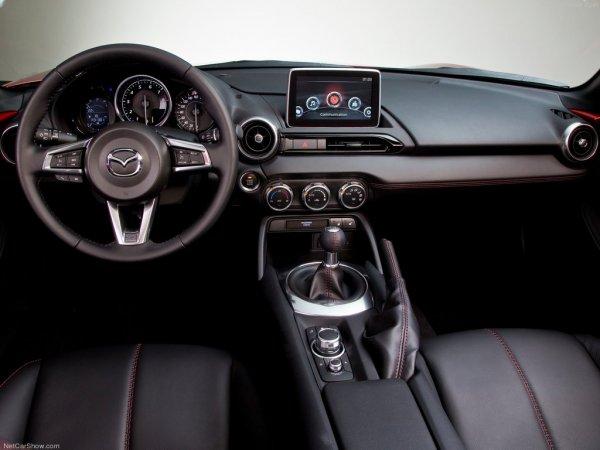 Мазда MX-5 2016  года, рулевое колесо и панель управления