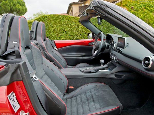 Mazda MX-5 2016, передние сидения
