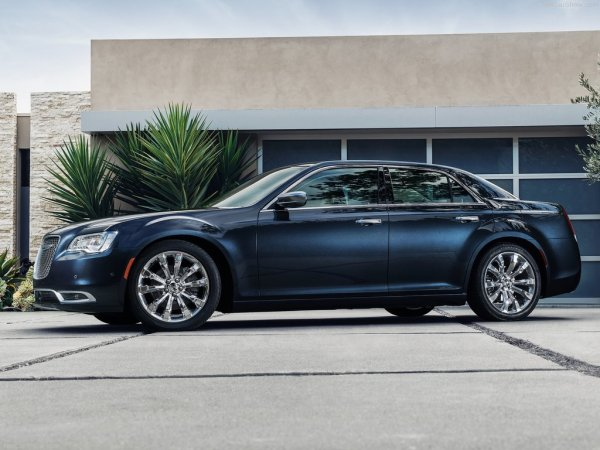 Chrysler 300 2015, вид сбоку слева