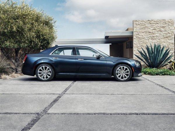 Chrysler 300 2015, вид сбоку справа