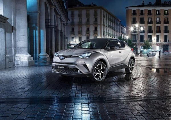 Toyota C-HR, вид спереди