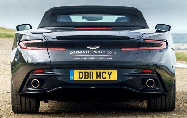 Aston Martin DB11 Volante, вид сзади