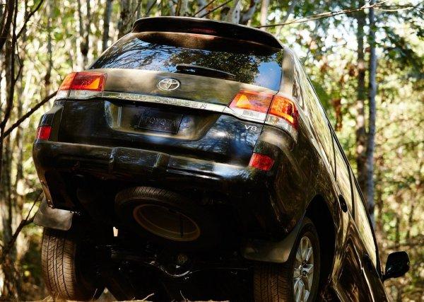Toyota Land Cruiser, вид сзади