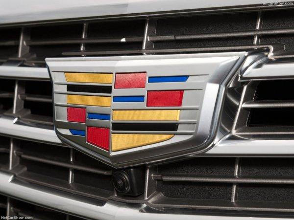В решетку радиатора Cadillac XT5 установлена камера