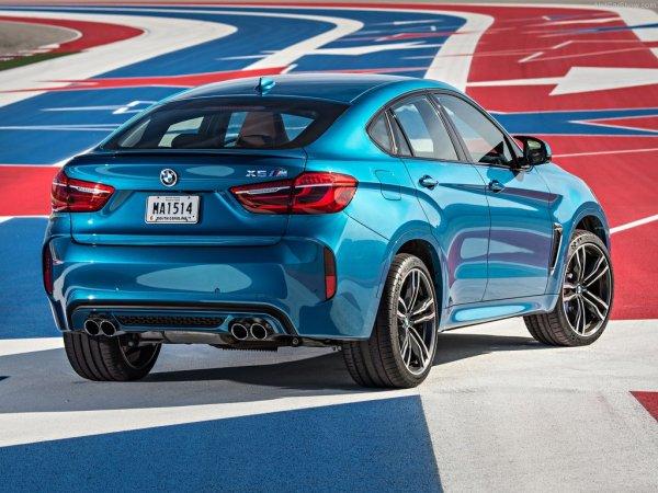 BMW X6 M 2016, вид сзади и сбоку справа