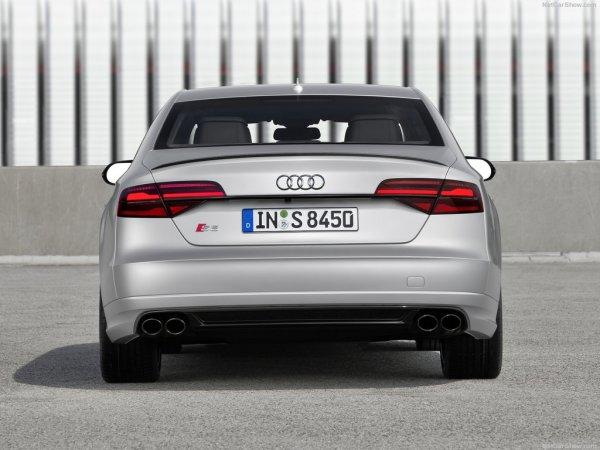 Audi S8 plus 2016, вид сзади