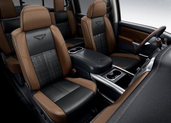 Передние сиденья Nissan Titan XD 2016