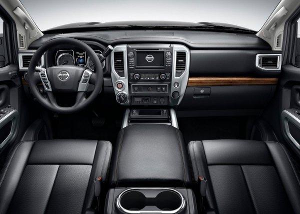 Интерьер пикапа Nissan Titan
