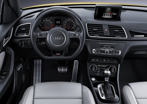 Интерьер Audi Q3 2017 S line